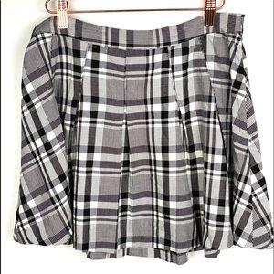 Divided H&M Pleated Mini Skirt sz 12 Black/White